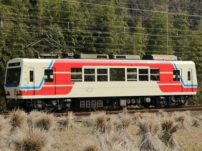 「三陸鉄道カラー」車両を運行しています